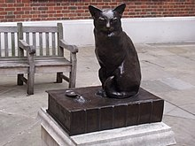 220px-Statue_of_Hodge_-_Dr_Johnsons_cat_-_in_Gough_Square_(4043318307)